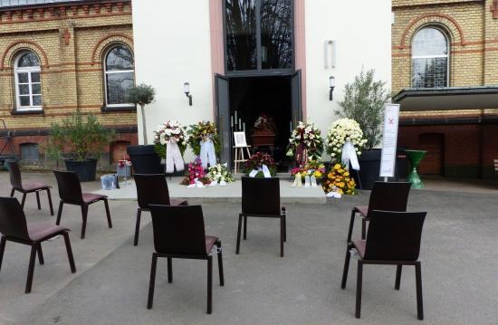 Trauerfeier im Freien